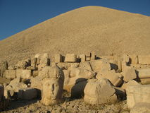 Nemrut Dagı Milli Parki, Mount Nemrut with ancient statues heads og the king anf Gods Stock Images