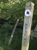 Nene Way Footpath. Posts de la dirección fotografía de archivo