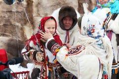Nenets家庭的不同的世代在传统礼服的 免版税库存图片