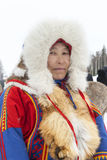 Nenets bergers de renne de jour à festival national «sur la péninsule de Yamal, Tarko-vente, le 28 mars 2015 Image libre de droits