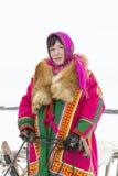 """Nenets för dagren på för den nationella festivalen """"Herders på den Yamal halvön, Tarko-Sale, 28 mars 2015 Fotografering för Bildbyråer"""