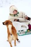 Nenets-Kind im Nationalkostüm und im Hund Stockbild