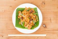 Nenhum chinês simples dos folhos carboniza Kway Teow ou Fried Noodle na folha da banana Foto de Stock Royalty Free