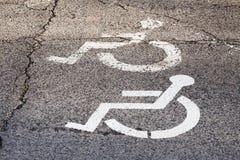 Nenhum estacionamento no local para uma pessoa deficiente Imagem de Stock Royalty Free