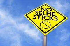 Nenhum selfie cola o sinal em um fundo do céu azul Foto de Stock Royalty Free