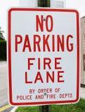 Nenhum sinal da pista de incêndio do estacionamento Imagem de Stock