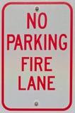 Nenhum sinal da pista de incêndio do estacionamento Fotografia de Stock Royalty Free