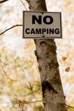 Nenhum sinal de acampamento Fotografia de Stock Royalty Free