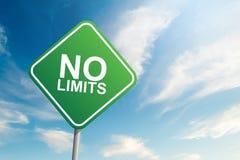 Nenhum sinal de estrada dos limites com backgound do céu azul e da nuvem foto de stock royalty free