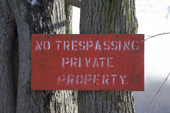 Nenhum sinal infrinjindo do vermelho da propriedade privada Fotos de Stock Royalty Free