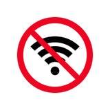 Nenhum wifi ou sinal sem fio para o vetor remoto do ícone do acesso à internet no fundo branco, sinal vermelho da proibição Estil Imagem de Stock