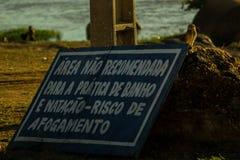 Nenhuma área nadadora - risc de afogar Sao Francisco River fotografia de stock