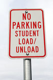Nenhuma carga do estudante do estacionamento/descarrega o sinal Imagem de Stock Royalty Free