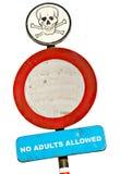 Nenhuns adultos permitidos o sinal Foto de Stock Royalty Free