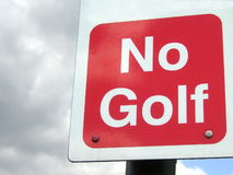 Nenhuns vermelho e branco do golfe Fotos de Stock Royalty Free