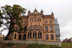 Neo-gotisk byggnad av den Kalvariju slotten i Vilnius, Litauen Royaltyfria Bilder