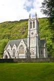 Neo-gotisk kyrka på det Kylemore godset som är västra av Irland Arkivbild