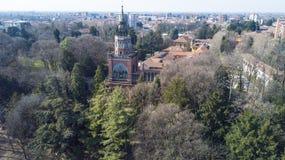 Neo-gotiskt torn av Desio, panoramautsikten, den flyg- sikten, Desio, Monza och Brianza, Milan, Italien arkivbilder