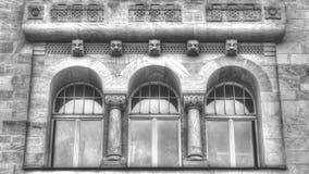 Neo-Romaanse vensters Drie op een rij HDR Stock Afbeeldingen