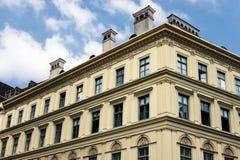 Neoklassiek stijlflatgebouw in Europa Stock Afbeelding