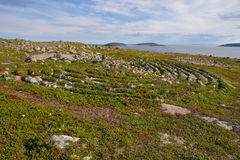 Neolithisch die labyrint in Oleshin Islind, Kuzova-Archipel, Witte Overzees, Rusland wordt gevestigd Stock Afbeelding
