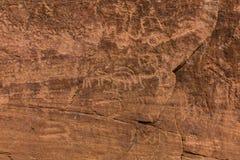 Neolithische rotstekeningen op de Koningin Victoria Rock dichtbij Riyadh royalty-vrije stock fotografie