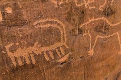 Neolithische rotstekeningen op de Koningin Victoria Rock dichtbij Riyadh royalty-vrije stock afbeelding