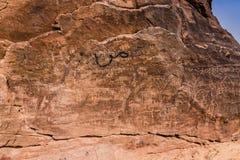 Neolithische rotstekeningen op de Koningin Victoria Rock dichtbij Riyadh royalty-vrije stock foto