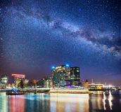 Neon del osvitchene della città di notte Fotografia Stock