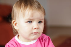Neonata che guarda TV Fotografie Stock