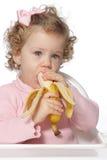 Neonata che mangia frutta Fotografie Stock