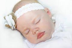 Neonata con gli occhi azzurri luminosi Immagini Stock Libere da Diritti