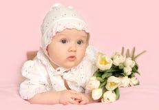 Neonata con i fiori Fotografia Stock