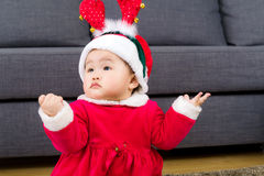 Neonata con il costume di natale immagini stock