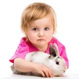Neonata con il suo coniglio Fotografie Stock