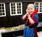 Neonata con il telefono mobile Fotografie Stock Libere da Diritti