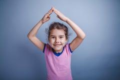 Neonata dell'aspetto europeo 6 anni di mani Fotografia Stock
