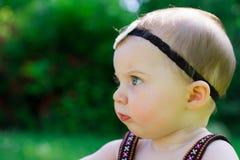 Neonata di 6 mesi all'aperto Fotografia Stock