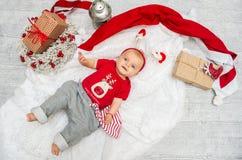 Neonata di Natale sei mesi la vigilia del Natale con il GIF Immagini Stock Libere da Diritti