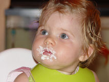 Neonata dopo la torta di compleanno Immagine Stock Libera da Diritti