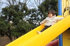 Neonata giapponese sullo scorrevole Immagine Stock