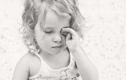 Neonata sonnolenta sveglia Fotografie Stock