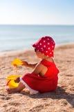 Neonata su una spiaggia Immagine Stock