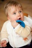 Neonata sveglia con il giocattolo Immagini Stock