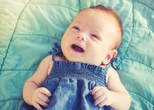 Neonata sveglia felice Immagini Stock