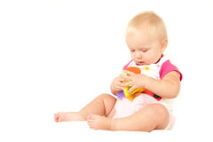 Neonata sveglia felice che gioca con il giocattolo Fotografia Stock Libera da Diritti
