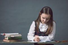 Neonata in uniforme scolastico con peencil Fotografia Stock Libera da Diritti