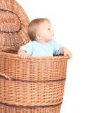 Neonato in casella di vimini fotografia stock