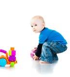 Neonato che gioca con la sfera Fotografia Stock Libera da Diritti