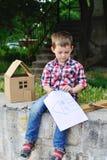 Neonato che gioca nel costruttore Fotografie Stock